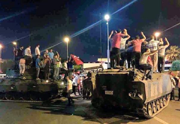 سقط انقلاب تركيا لان الشعب الذي يحب وطنه يحبه الله وينصره