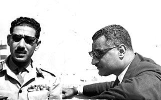 كان الرئيس عبد الناصر يرقي المشير عامر فلما انتهت الترقيات نحره ونعاه