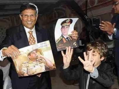 أطفال مصر واعدون مبتسمون يرفعون رابعة وغيرهم لازال ينافق البيادة