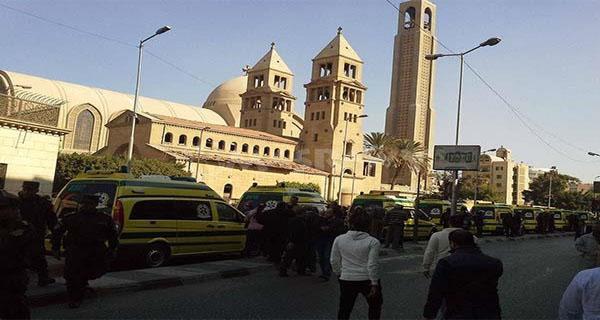 خلعت حجابها أمام الكنيسة لتغطي به جثة إحدى الضحايا و لتستر مصر